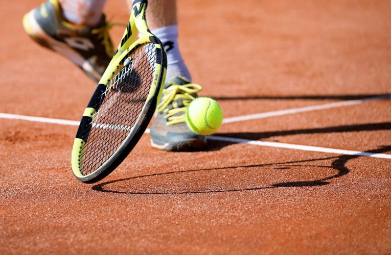 Zaczynasz przygodę z tenisem? Sprawdź, co kupić!